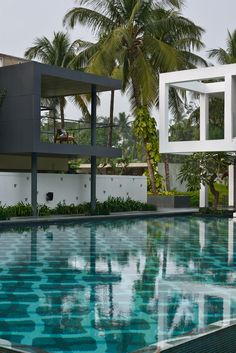 Image 13 of 31 from gallery of Pool House / Abin Design Studio. Photograph by Ravi Kanade Modern Architecture House, Modern House Design, Amazing Architecture, Landscape Architecture, Moderne Pools, Bungalow Exterior, Swimming Pool Designs, Cool Pools, Pool Houses