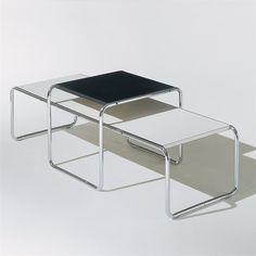 Knoll Laccio Low Table Bijzettafel is een van de bekendste design tafel ontwerpen. De chrome buis en strakke bladen zijn elegant en strak en passen in ieder interieur. De tafel is makkelijk in gebruik en daardoor ideaal voor thuis en op het werk.