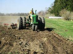 Old John Deere Tractors, Jd Tractors, New Holland, John Deere Equipment, Heavy Equipment, Antique Tractors, Antique Cars, Farm Women, Crop Protection