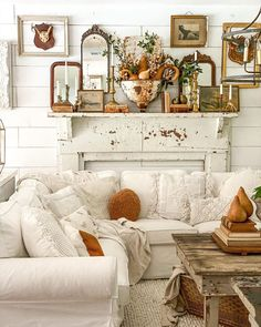 Country Cottage Living Room, Cottage Style, French Cottage, Cozy Cottage, French Decor, French Country Decorating, Fall Decorating, Cozy Living Rooms, Home Living Room