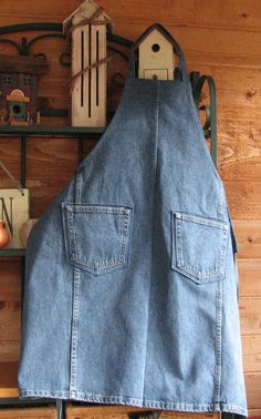 Perfect for the workshop, craft room, or cooking, this apron with 2 front pockets, made from a pair of upcycled jeans, is sturdy and just right
