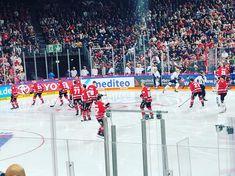 Los geht die neue Saison in der DEL. Ist Freitag der 13. für Köln ein Glückstag? Das wird sich später zeigen.   eishockey  köln  DEL  deutscheeishockeyliga  kölnerhaie  kölnerhaieofficial Hai, Bank Of India, Fashion Studio, Fashion Photography, Photoshoot, Instagram Posts, Ice Hockey, Kunst, Friday