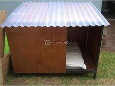 Vendo Jaula o canil o casa para perro Negociables | Heredia Large Dog House, Dog House Bed, Dog House Plans, Dog Bed, Horses And Dogs, Dogs And Puppies, Chicken Shelter, Cheap Dog Houses, Pallet Dog House