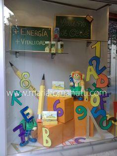 escaparates vuelta al cole - Buscar con Google Back To School Displays, Vitrine Design, School Entrance, Fun Bucket, Class Design, Craft Projects For Kids, Display Case, Kids Decor, Store Design