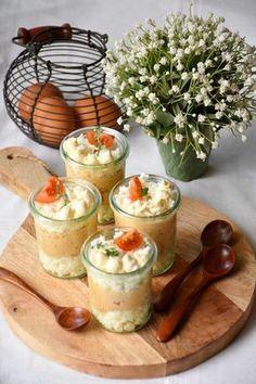 Huevos rellenos en vasitos