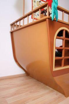 http://www.kindermoebelparadies.de/Kinderbetten/Piratenschiffsbett-in-braun::5685.html