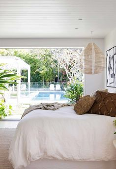 A fibro cottage in Avalon received a family-friendly update - Bedrooms - Coastal bedroom overlooking deck and swimming pool Style At Home, Pool Fotografie, Bedroom Inspo, Bedroom Decor, Interior And Exterior, Interior Design, Coastal Bedrooms, Home Fashion, Luxury Homes