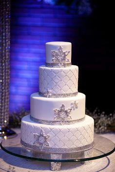 Snowflake wedding cake perfect for a winter wedding. -repinned from California wedding officiant https://OfficiantGuy.com