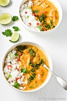 Crock Pot Thai Chicken Curry is one of the easiest meals to make and is so tasty. Curry paste, coconut milk, and ginger add a ton of flavor to this healthy, low-cal, and naturally paleo + gluten-free dinner. Your family will LOVE it! Crock Pot Thai Chicken Curry, Crock Pot Curry, Curry Crockpot, Thai Coconut Curry Chicken, Slow Cooker Curry, Chicken Chili, Red Curry Chicken, Slow Cooker Thai Chicken, Coconut Milk Curry