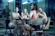 Quem curte um strip poker?