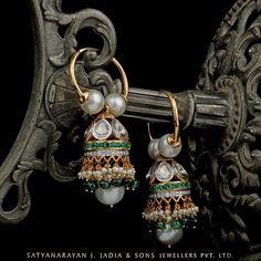 Jewels that adorn soul ! Diamond Earrings Indian, Gold Jhumka Earrings, Jewelry Design Earrings, Gold Earrings Designs, Gold Jewellery, Jumka Earrings, India Jewelry, Chandelier Earrings, Designer Earrings