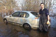 На онлайн-аукцион eBay выставили автомобиль, который был затоплен в результате наводнения в конце 2013 года в Великобритании.