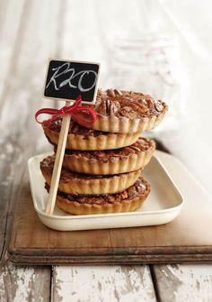 Pekanneut-tertjies | SARIE Tart Recipes, Dessert Recipes, Yummy Treats, Delicious Desserts, Yummy Food, Pecan Tarts, Pecan Pies, Ma Baker, Nutritious Snacks