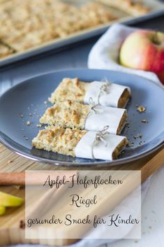 Apfel-Haferflocken Riegel Tasting the whole family: apple and oatmeal bars - a healthy, quick-cooked snack, not just for kids. Healthy Foods To Eat, Healthy Snacks, Healthy Recipes, Baby Food Recipes, Snack Recipes, Oatmeal Bars Healthy, Easy To Digest Foods, Apple Oatmeal, Recipe For Mom