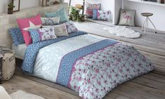 Textiles with floral patterns for bedrooms Bedroom Decor, Decorating Bedrooms, Ideas Para, Comforters, Textiles, Blanket, Furniture, Clothing Racks, Floral Patterns