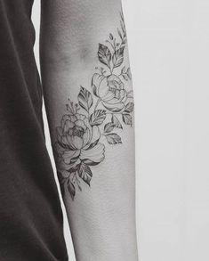 Tatouage pivoine sur l'avant bras - 15 idées de tatouages pivoine pour avoir sa fleur préférée dans la peau - Elle