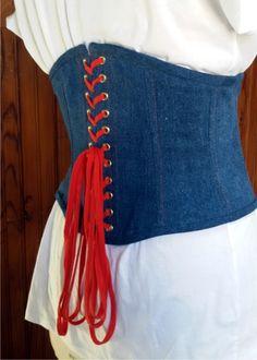 dc265caa1f7a serre taille en jeans bleu avec glissière et lacets rouges   Ceinture par  horizon-couture