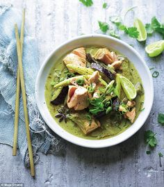 Thai Salmon & Coconut Curry - Joe Wicks Lean in 15 Salmon Recipes, Fish Recipes, Seafood Recipes, Asian Recipes, Dinner Recipes, Cooking Recipes, Healthy Recipes, Bodycoach Recipes, Recipies