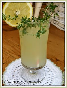 tymianovo citronova limonada Czech Recipes, Hurricane Glass, Yummy Drinks, Smoothies, Detox, Drinking, Recipies, Food And Drink, Herbs