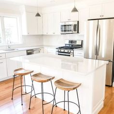 30 Nifty Small Kitchen Design and Decor Ideas to Transform Your Cooking Space - The Trending House Apartment Kitchen, Home Decor Kitchen, New Kitchen, Home Kitchens, Condo Kitchen, Kitchen Taps, Kitchen Units, Small White Kitchens, White Kitchen Island