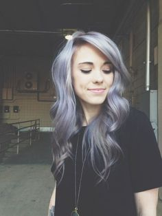 Dye your hair simple & easy to ombre lilac hair color - temporarily use ombre lilac hair dye to achieve brilliant results! DIY your hair lilac ombre with hair chalk Violet Hair, Dye My Hair, Hair Day, Gorgeous Hair, Beautiful Beautiful, Amazing Hair, Beautiful Pictures, Pretty Hairstyles, Scene Hairstyles