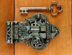 Cool lock and key (Link expired) Antique Keys, Vintage Keys, Antique Hardware, Door Knobs And Knockers, Knobs And Handles, Door Handles, Under Lock And Key, Key Lock, Antique Shelves