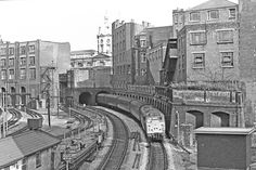 By diesel at Farringdon London Pictures, London Photos, Union Pacific Train, Model Railway Track Plans, Disused Stations, Old Train Station, London History, British Rail, Electric Train