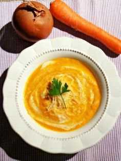 A recipe of velvety leeks carrots fast, easy, healthy and above all delicious :] Baby Food Recipes, Soup Recipes, Vegetarian Recipes, Cooking Recipes, Healthy Recipes, Whole Foods Market, Food Inspiration, Love Food, Food Porn