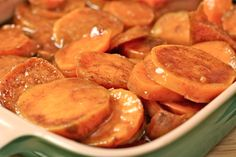 Divas Can Cook - Southern Baked Candied Yams Recipe: How to make the best candied yams! Southern Thanksgiving Menu, Thanksgiving Recipes, Holiday Recipes, Holiday Foods, Christmas Recipes, Thanksgiving 2016, Christmas Foods, Southern Candied Yams, Candied Sweet Potatoes