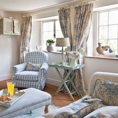 New Shabby Chic Living Room Cozy Cottage Style Ideas Cottage Living Rooms, Shabby Chic Living Room, Cottage Interiors, Shabby Chic Homes, Shabby Chic Decor, Cottage Rugs, Cottage Chic, Style Cottage, White Cottage