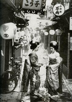 Ponto-cho Maiko, Kyoto c. 1961 by Burt Glinn (by Blue Ruin1) Maiko: Apprentice Geisha