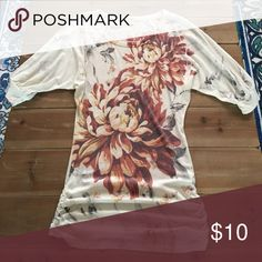 Flowered top Super soft, ruched on the sides. 3/4 sleeves Forever 21 Tops Tees - Long Sleeve