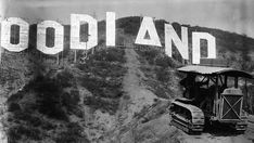 The early years of the Hollywood Sign - The HOLLYWOODLAND sign was erected in 1923 to advertise a new housing development in the hills above the Hollywood district of Los Angeles. Hollywood Photo, Hollywood Sign, Vintage Hollywood, West Hollywood, Hollywood Stars, Classic Hollywood, Hollywood Hills, Vintage California, California Love