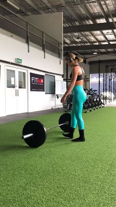 Try these Deadlifts with Morgan Moroney! Brighten up your workouts with the Ener… Probieren Sie diese Kreuzheben mit Morgan Moroney! Beleben Sie Ihr Training mit dem Energy + Seamless in Tropical Blue! Fitness Studio Training, Fitness Herausforderungen, Bikini Fitness, Fitness Motivation, Fitness Models, Target Fitness, Fitness Quotes, Physical Fitness, Fitness Tracker