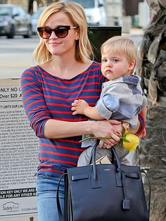 afebd9b6dedb Reese Witherspoon added some shady pizzazz to her otherwise casual mommy  outfit with trendy tortoise cat