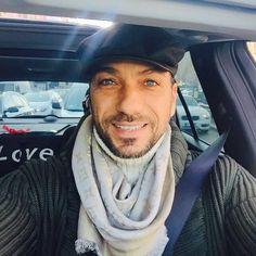 #CostantinoVitagliano Costantino Vitagliano: A #Milano finalmente c'è il sole☀️ da voi?Com'è la giornata? #buongiorno #milan #sun #sunnyday #winter #february #work #workingday #traffic #selfie #smile #costantino #siviveunavoltasola
