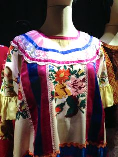 Blouse detail #FridaKahlo #MuseoFridaKahlo #MexicoCity #Mexico Mexican Heritage, Mexican Embroidery, Diego Rivera, Mexico City, Beautiful People, Sari, Caftans, Clothing Ideas, How To Wear
