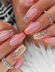 If you want your nails to attract people's attention, glitter nail art design is the most direct way. The glitter nail design is easy to make, just add a little gradient sequins to the nails. Whatever the color of the nails, the addition of small seq Fancy Nails, Pink Nails, Cute Nails, Shiney Nails, Girls Nails, Fabulous Nails, Gorgeous Nails, Stylish Nails, Trendy Nails