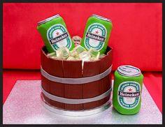 Tarta cervezas modelada con fondant con hielos de gominola