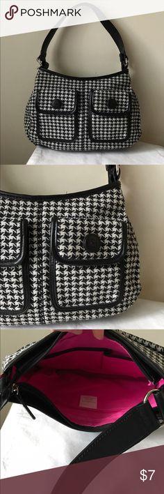 "Liz Claiborne houndstooth bag Black and white houndstooth bag - one shoulder strap - zipper closure - great condition - 12"" x 8"" x 4"" - 9"" strap drop Liz Claiborne Bags Shoulder Bags"