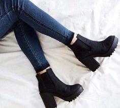 Black thick low heels women boots #NancyJayjii #Lowheelwomenshoes #Blackboots