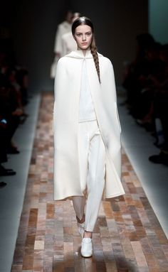 Total white valentino