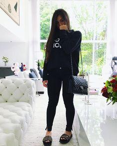 Ver esta foto do Instagram de @flaapavanelli • 120.9 mil curtidas Look Fashion, Girl Fashion, Fashion Outfits, Womens Fashion, Looks Camisa Jeans, Look Legging, Looks Black, Little Bit, Weekend Wear