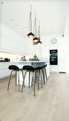 A white matt handleless German kitchen in Willesden Green, London. The appliances are Miele. This is one of our recent projects. Kitchen Ideas, Kitchen Design, Handleless Kitchen, German Kitchen, Living Room Kitchen, Design Consultant, Free Design, Extensions, Kitchens