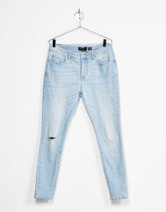 Jeans super skinny lavado. Descubre ésta y muchas otras prendas en Bershka con nuevos productos cada semana