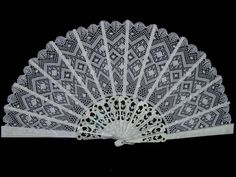 Asociación Palillada. Abanico Crochet Doilies, Crochet Lace, Lace Patterns, Crochet Patterns, Tapestry Crochet, Lace Embroidery, Bobbin Lace, Hand Fan, Decorative Accessories
