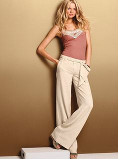I must have these pants... I have an unhealthy love for linnen pants...