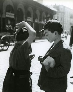 Roman Vishniac (1897-1990) - From the book 'A Vanished World', published in 1983. S)