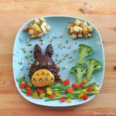 Totoro /Food art by Samantha Lee Bento Recipes, Baby Food Recipes, Toddler Meals, Kids Meals, Cute Food, Good Food, Comida Diy, Kids Dishes, Food Art For Kids
