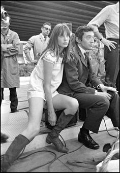 Jane Birkin is a style icon marked by the sixties and her fuelled relationship with Serge Gainsbourg. She was a symbol of hedonism, liberation and beauty. Serge Gainsbourg, Gainsbourg Birkin, Charlotte Gainsbourg, Estilo Jane Birkin, Jane Birkin Style, Kate Barry, Pose, Francoise Hardy, Provocateur